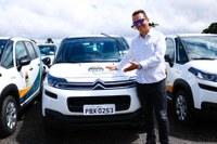 George conquista carro zero adaptado para APACD