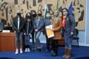 Vereadora recebe visita de equipe da escola Santo Angelo